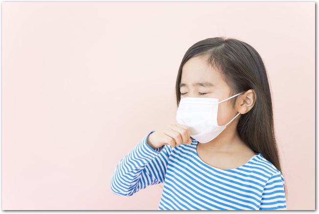 マスクをして体調不良の女の子