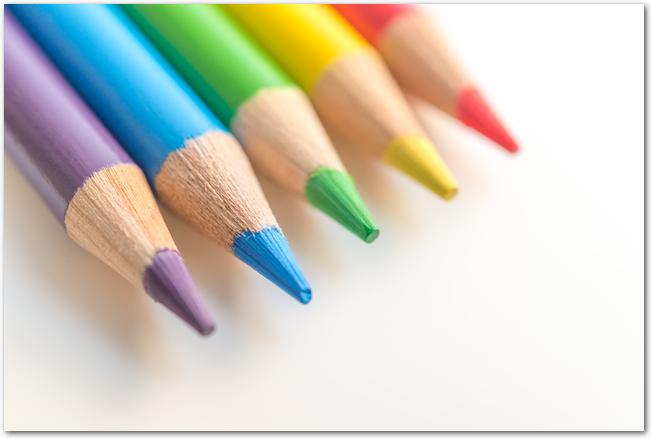 道具箱の中の定番色鉛筆
