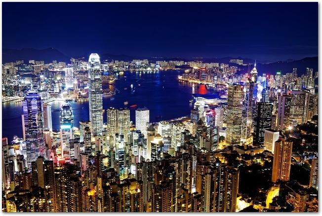 香港のヴィクトリア湾の夜景