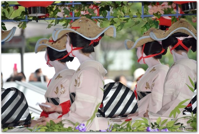 祇園祭の花笠巡行のようす