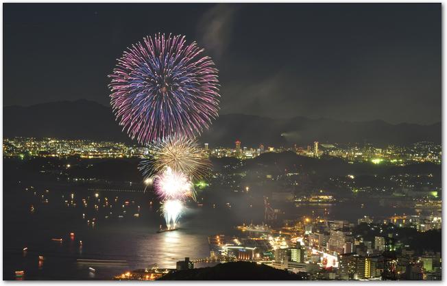 関門海峡花火大会のようす